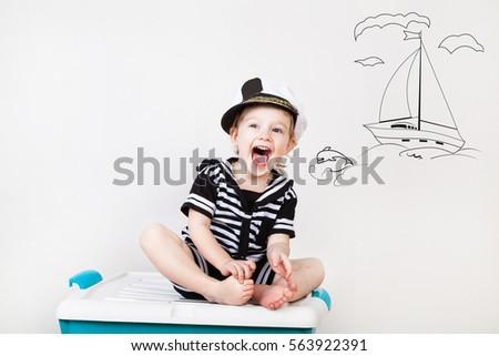 kid sailor with drawn sea ...