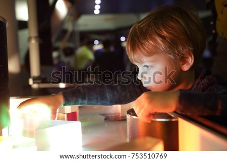 Kid studying the refraction of light in lab