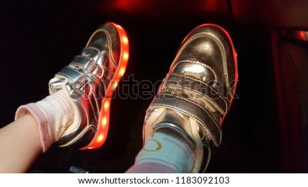Kid wearing a light shoe