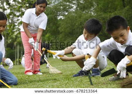 Kids cleaning the park