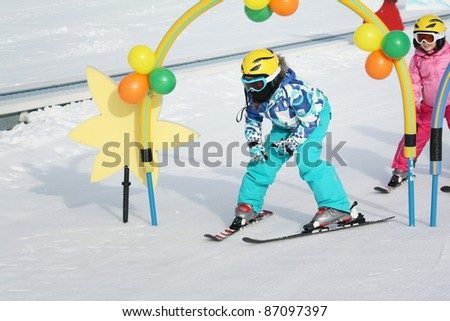 kids on the ski