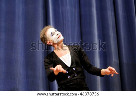 "KIEV, UKRAINE - MARCH 11: Ukrainian mime Oleh Yemtsev performs his classical pantomime show called ""Marcel Marceau's Successors"" at the Actor's House on March 11, 2008 in Kiev, Ukriane"