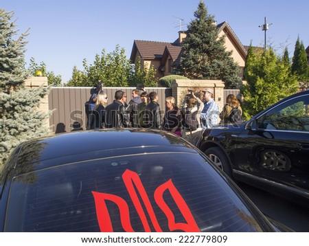 KIEV , UKRAINE - October 10, 2014: Avtomaydan cars near the residence of the Attorney General. Avtomaydan activists visited the estate of the Prosecutor General Vitaly Yarema