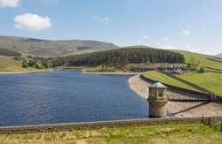 Kinder Reservoir, a water storage reservoir for drinking water in Peak District, Derbyshire, UK. Kinder Scout moorland in the background