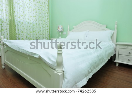 King sized bed in a business hotel room.
