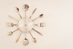 kitchen clock made with cutlery knife fork spoon numbers time córdoba argentina