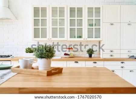 Kitchen wooden table top and kitchen blur background interior style scandinavian Foto stock ©