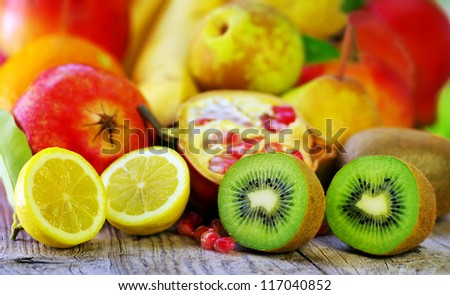 Kiwi , lemon and varietyfruits