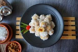 Klepon atau kelepon adalah sejenis makanan tradisional atau kue tradisional Indonesia yang termasuk ke dalam kelompok jajan pasar.