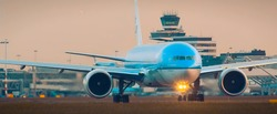 KLM is taxiing with lights on