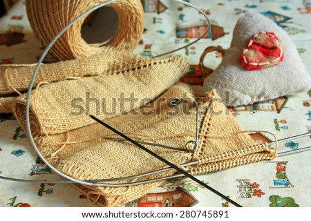 Knitting sweaters for dolls