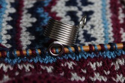 Knitting thimble and knitting color work