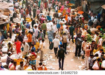 Kolkata, India - Feb 11: Big Crowd Of Moving People On The Mullik Ghat Flower Market On February 11, 2013. The Market Is More Than 125 Years Old. More Than 2000 Sellers Work In The Market Every Day
