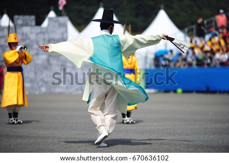 Korean traditional dance #670636102