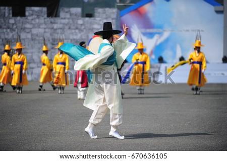 Korean traditional dance #670636105