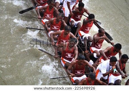 KOTTAYAM, INDIA - AUGUST 29 : A snake boat team races ahead in the Thazhathangadi Boat race held on August 29, 2010 in Kottayam, Kerala, India.