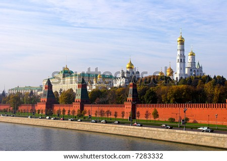 Kremlin wall and blue Moskva river, Moscow, Russia