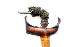 Kris, Pattani, look like a dagger, look like a dagger, with a long nose like a bird's eyebrow. The true look is a giant of Javanese leather that has influenced the local art of Pattani.