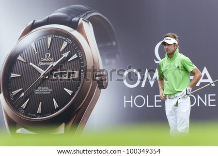 KUALA LUMPUR - APRIL 15: Jbe Kruger of South Africa teeing of in the 8th holes during final match of Maybank Malaysian Open 2012 at Kuala Lumpur Golf & Country Club on April 15, 2012
