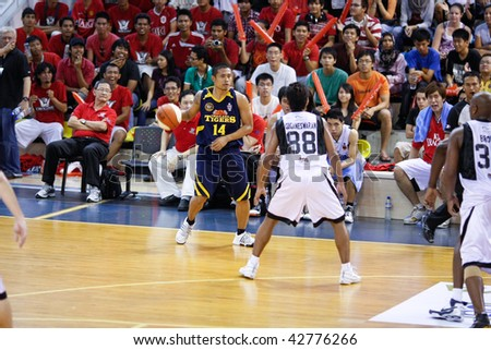 KUALA LUMPUR - DECEMBER 13: KL Dragons defends an attack by Thailand Tigers' Axel Doruelo in the ASEAN Basketball League match. December 13, 2009 in Kuala Lumpur.