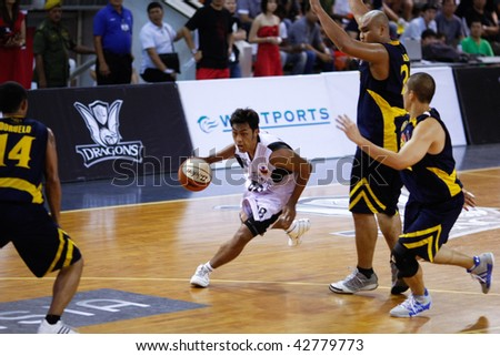KUALA LUMPUR - DECEMBER 13: KL Dragons' Guganeswaran (3rd R) runs in to score in this match against Thailand Tigers in the ASEAN Basketball League match December 13, 2009 in Kuala Lumpur.