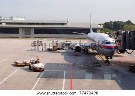 KUALA LUMPUR INTERNATIONAL AIRPORT - MAY 13: A Malaysian Airlines plane prepares for passengers to board, as ground crew prepares the plane for the next flight, May 13, 2011 in KLIA, Malaysia.