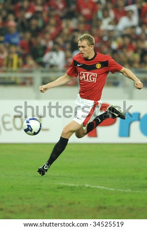 KUALA LUMPUR - JULY 20 : Darren Fletcher of Manchester United team in action during friendly match (2nd Match) against Malaysia at National Stadium, July 20, 2009 in Kuala Lumpur.  Manchester won 2-0.