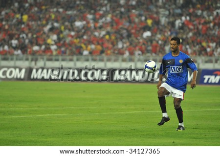 KUALA LUMPUR - JULY 20 : Nani of Manchester United (MU) warms up before MU friendly match against Malaysia XI team at National Stadium, Bukit Jalil July 20, 2009 in Kuala Lumpur. MU won 2-0.