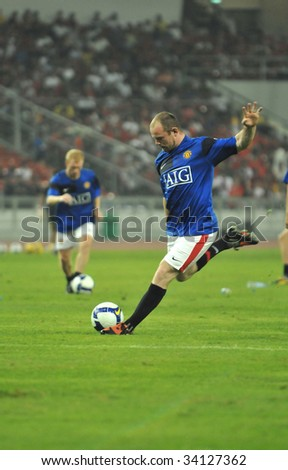 KUALA LUMPUR - JULY 20 : Wayne Rooney of Manchester United (MU) warms up before MU friendly match against Malaysia XI team at National Stadium, Bukit Jalil July 20, 2009 in Kuala Lumpur. MU won 2-0.