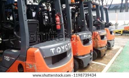 KUALA LUMPUR, MALAYSIA, OCTOBER 8 2018 : Perfectly parked Toyota forklift at Shah Alam headquarters #1198739434