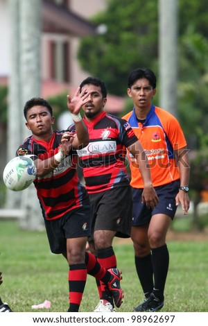 KUALA LUMPUR-MARCH 31: Unidentified SAHOCA players pass the ball during a Malaysian Rugby Union(MRU) Super League 2012 match (UiTM Lions vs SAHOCA) on March 31,2012 in Kuala Lumpur,Malaysia