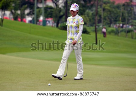 KUALA LUMPUR - OCTOBER 16:Na Yeon Choi of South Korea checks the green on the final day of the Sime Darby LPGA Malaysia 2011 on October 16, 2011 at the Kuala Lumpur Golf & Country Club, Malaysia.
