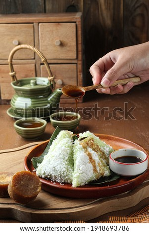 kue lupis or kue lupis is a typical Indonesian snack made from glutinous rice, brown sugar and grated coconut Zdjęcia stock ©