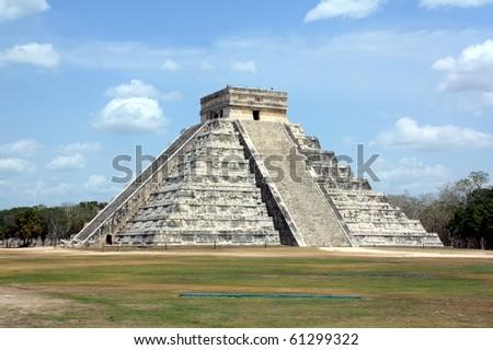 Kukulcan pyramid in Chichen Itza