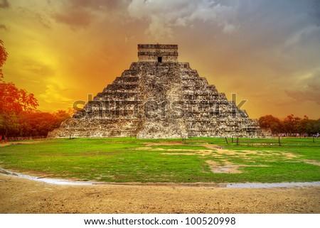 Kukulkan pyramid in Chichen Itza at sunset, Mexico ストックフォト ©