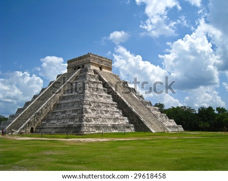 Kukulkan Pyramid in Chichen Itza on the Yucatan Peninsula, Mexico