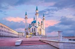Kul Sharif Mosque in the Kazan Kremlin under a blue and pink dawn sky