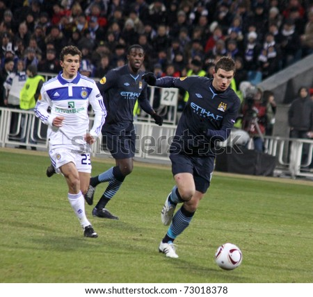 KYIV, UKRAINE - MARCH 10: Edin Dzeko (R) of Manchester City controls a ball during UEFA Europa League game against Dynamo Kyiv on March 10, 2011 in Kyiv, Ukraine