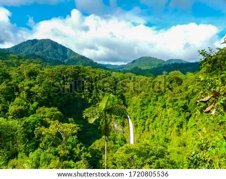 La Fortuna de San Carlos waterfall, Arenal volcano national park, Alajuela, San Carlos, Costa Rica Foto stock ©
