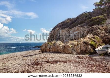 La Sorgente (Acquavivetta) beach, a little natural bay, after a stormy night, located near Portoferraio, Isola D' Elba (Elba Island), Tuscany (Toscana), Italy Foto stock ©