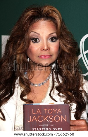 "La Toya Jackson signs copies of ""Starting Over,"" Barnes & Noble, Los Angeles, CA. 06-28-11"