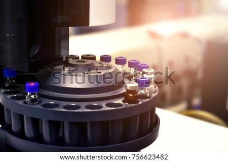 Laboratory analyzer for chemical analysis