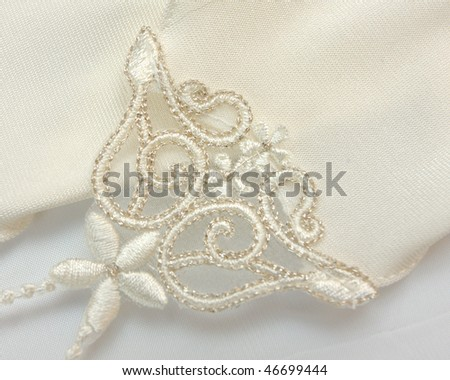 Lacy glove of white colour