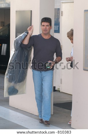 Ladies man Simon Cowell Has his hands full today with ex-girlfriend and girlfriend Teri  Seymour along with Simons mom Julie Cowell and goes shopping today