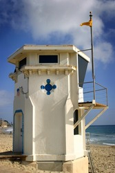 Laguna Beach lifeguard tower with the ocean in the background.