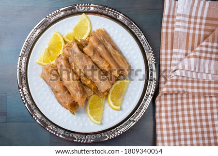 Lahana Sarma, Turkish traditional food,a boiled cabbage leaf that is formed into a roll with a stuffing of rice Stok fotoğraf ©