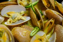 Lala or saltwater clams cooked in green curry and garnished with green chillies. It has thin shell with oblong shape. Also known as Paphia Textile.