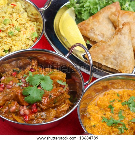 Lamb jalfrezi with rice, vegetables and samosas