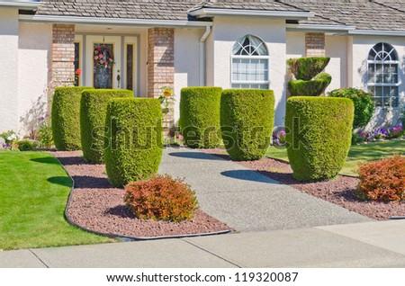 Garden Design: Garden Design with Symmetrical Tropical Front Yard ...