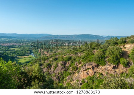 Landscape with foothills of the Massif des Maures near Le Muy in the Department Var of the province Provence-Alpes-Cote d´Azur Foto stock ©